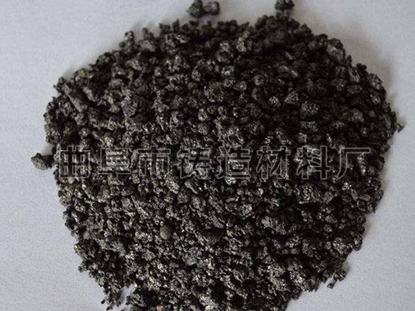 炼钢用增碳剂一般指经过石墨化的增碳剂,在高温条件下,碳原子的排列呈石墨的微观形态,所以称之为石墨化