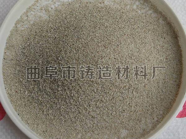 除渣剂主要用于聚集铁水溶液表面的不熔物,使之易于除去,确保铁水溶液的纯净